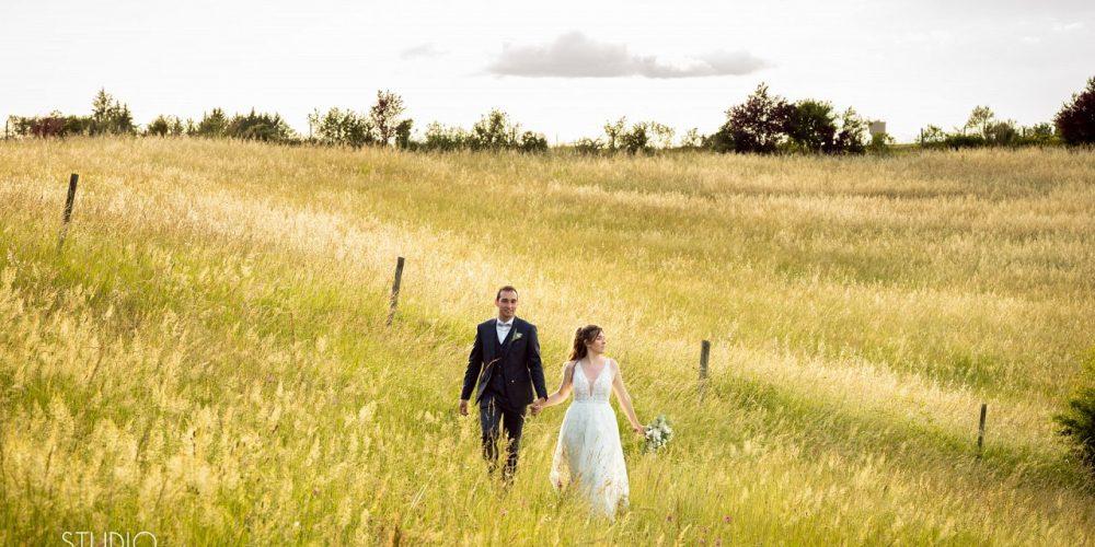Couple dans les champs
