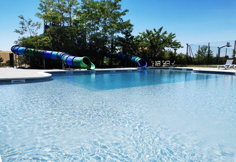 piscine ludique et les toboggans