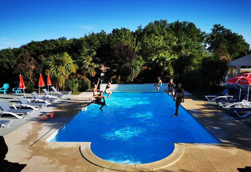 club ados à la piscine
