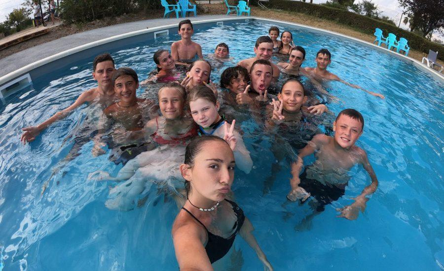 les ados à la piscine